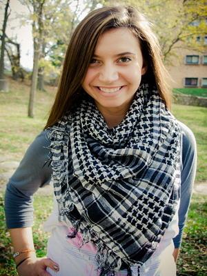 3108-47 Как завязать платок на шее разными способами и как красиво повязать шарфик на плечах