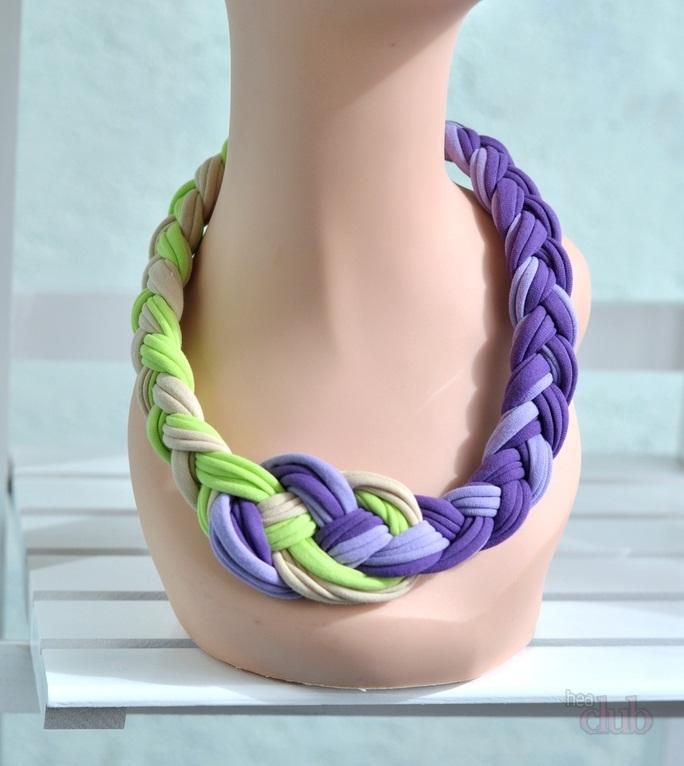 neskolko-kvadratnih-platkov Как завязать платок на шее разными способами и как красиво повязать шарфик на плечах