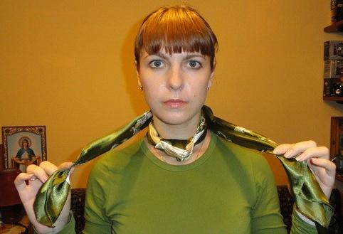 zavyazyvaem_platok_uzlom_kvadrat_2_2 Как завязать платок на шее разными способами и как красиво повязать шарфик на плечах